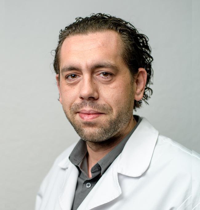 DR.FARCAS-ROTARIU-ANDREI-MEDIC-SPECIALIST-NEUROCHIRURGIE